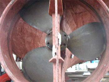 propeller blades polished in situ at fraserburgh slipway before being polished by FAL Propellers